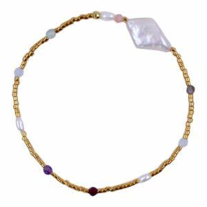 Perlearmbånd med forgyldte perler og ædelsten i farver- Et af de populære tynde armbånd med perler fra Perlemust.