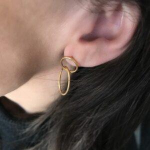 Unity ørering – Forgyldt Enamel lang ørering i forgyldt sølv
