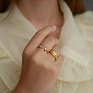 Isolde ring – Peach/Light Pink Enamel ring i forgyldt sølv