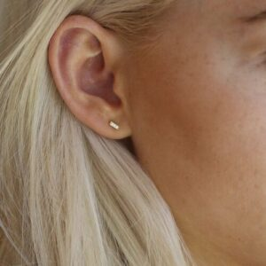 Rock | Square diamant ørering, M, single 18 karat JUWELS.DK
